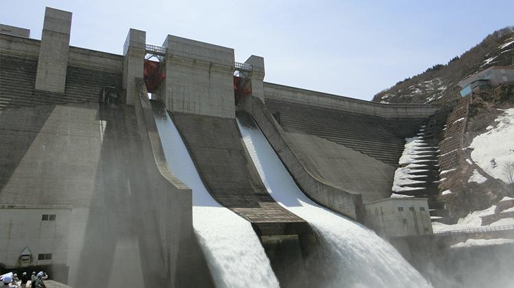 「月山ダム」 堤体観測監視業務