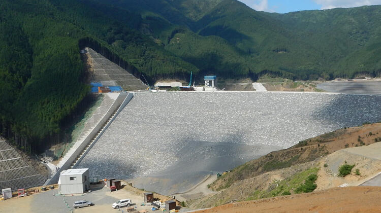 高さ130m超の巨大構造物の維持管理業務支援