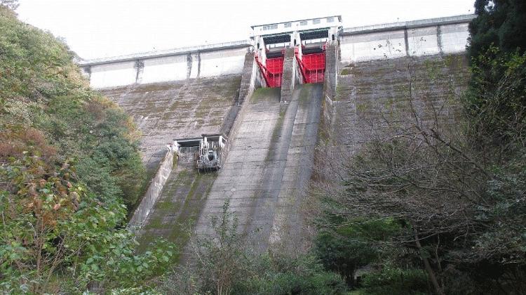 洪水調節を行うとともに、発電、工業用水、不特定かんがいに水を供給する多目的ダムのダム管理運用設備の更新設計